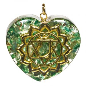 Orgonit Anhänger viertes Chakra herzförmig