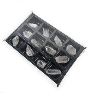 Bergkristall-Stücke im Schaukasten