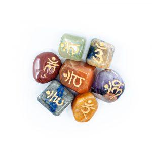 7 Chakra Edelstein Trommelsteine mit Sanskrit-Buchstaben