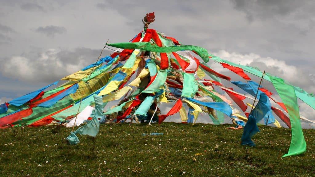 Tibetische Dachorfahnen im Wind