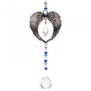 Feng Shui Dekoration: Engelflügel und Kristallkugel