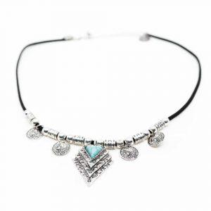 Boho Halskette mit blauen Steinen und Amuletten
