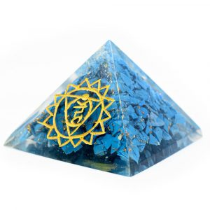 Türkisfarbene Orgonit-Pyramide mit Abbildung Kehlchakra (40 mm)