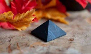 Pyramiden aus Edelsteinen