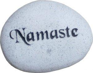 Geschnitzte Steinkugeln Namaste