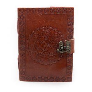 Handgefertigtes Leder-Notizbuch OM Chakren mit Schloss (17,5 x 13 cm)