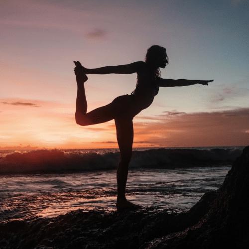 Yoga-Gurt-Übungen: Wie man einen Yogagurt benutzt