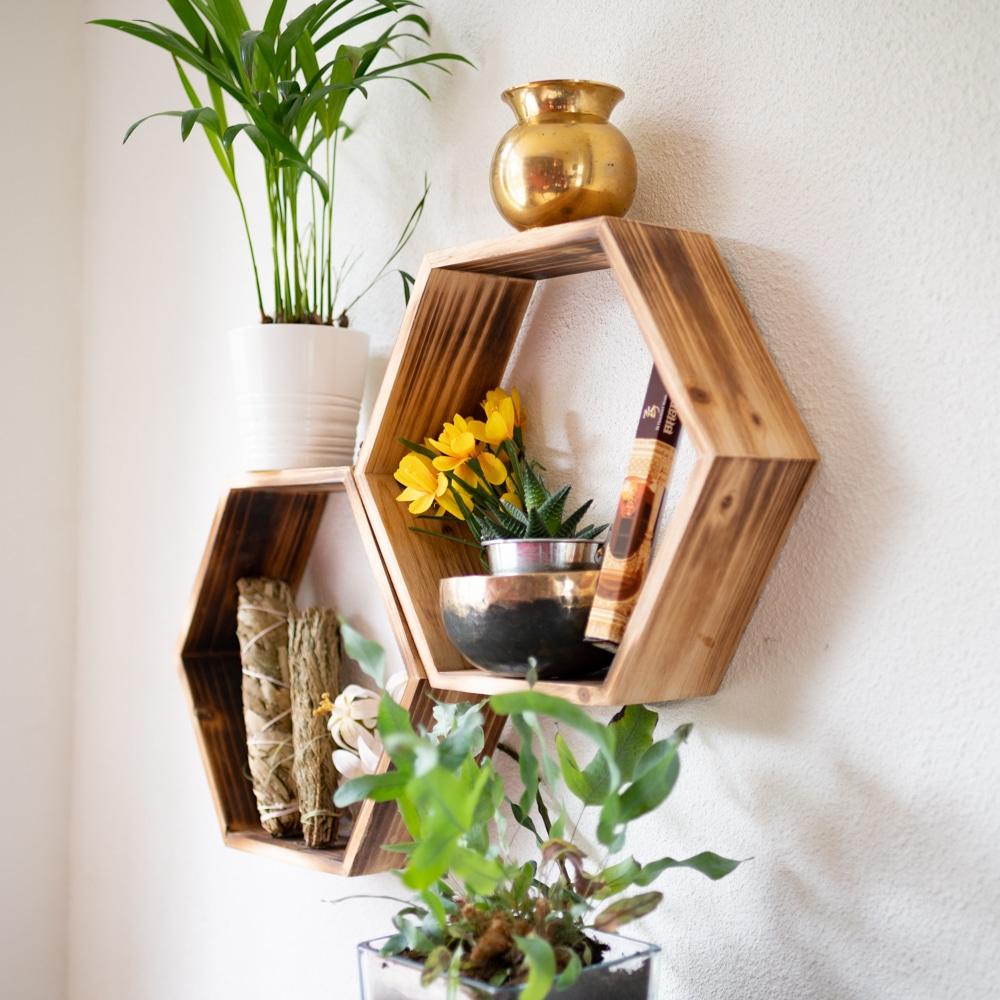 Sternzeichen Krebs Altare Holz Wandregale Hexagon mit Pflanzen und Smudge und Klangschale