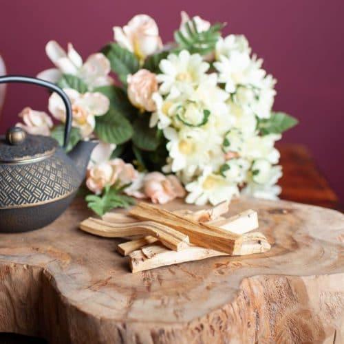 Palo Santo Verbrennen: 5 Anwendungen des Heiligen Holzes