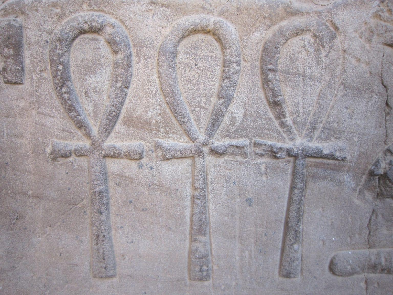 Ankh Symbol Lebenskreuz Hieroglyphen in Stein gemeißelt