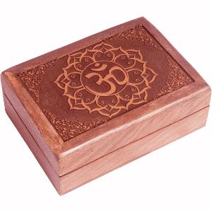 Tarotkistchen mit geschnitztem Ohm Symbol
