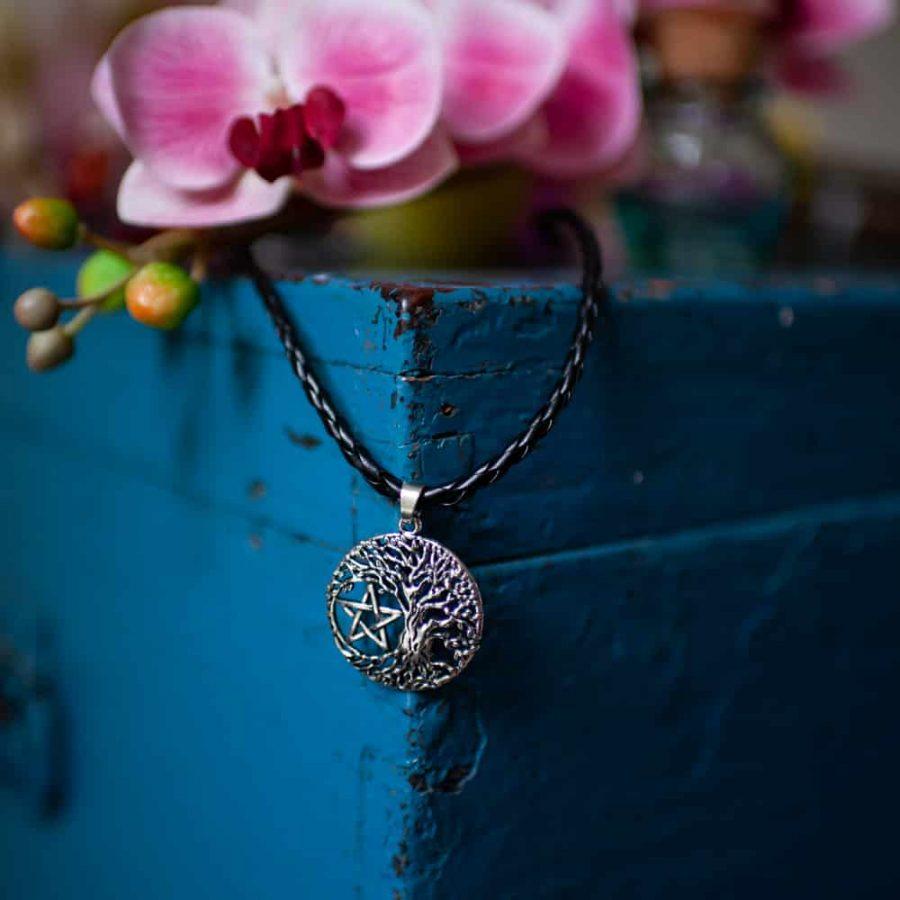 Pentagramm Halskette mit Blumen