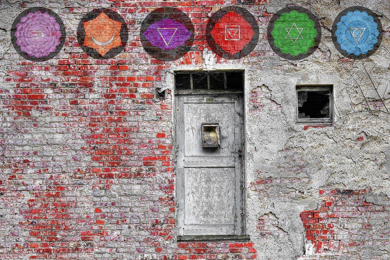 Mandala Wandmalerei Chakren über Tür